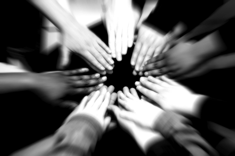 team-huddle-kids-sports
